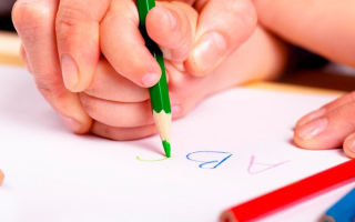 Как научить ребенка правильно держать ручку и карандаш: 7 способов