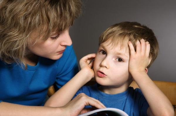 Ребенок учится говорить букву л