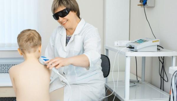 Ребенок на лазеротерапии