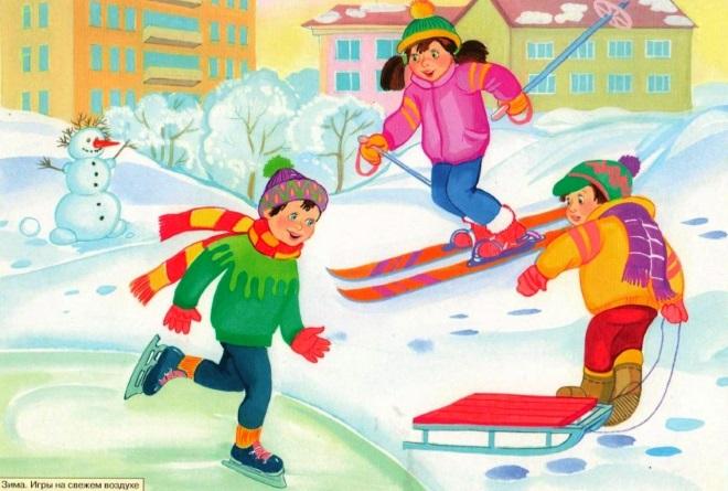 Мальчики играют на улице зимой