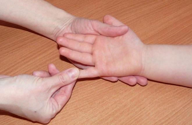 Массаж рук ребенку
