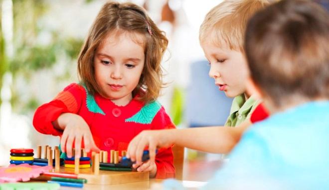 Дети дошкольного возраста играют