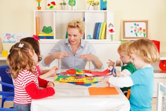 Дети в на занятии в детском саду