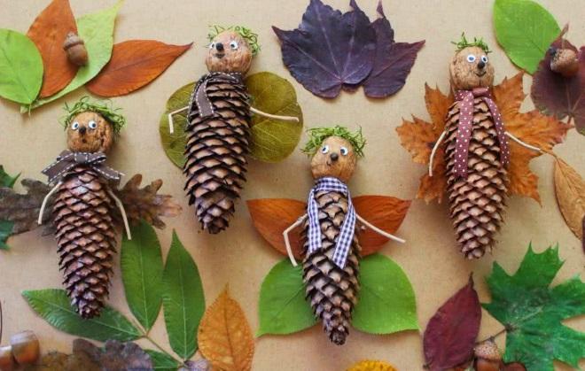 Бабочки из листьев и шишек