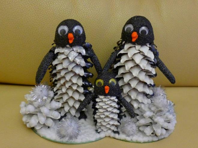 Пингвины из шишек