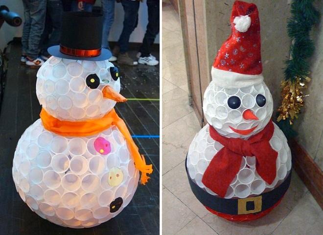 Снеговики из стаканчиков