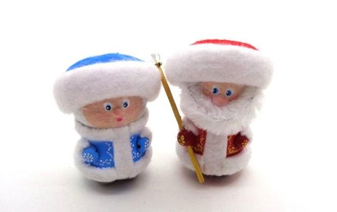 Снегурочка и дед мороз из пробок