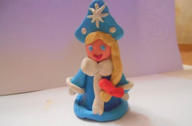 Снежная красавица из пластилина