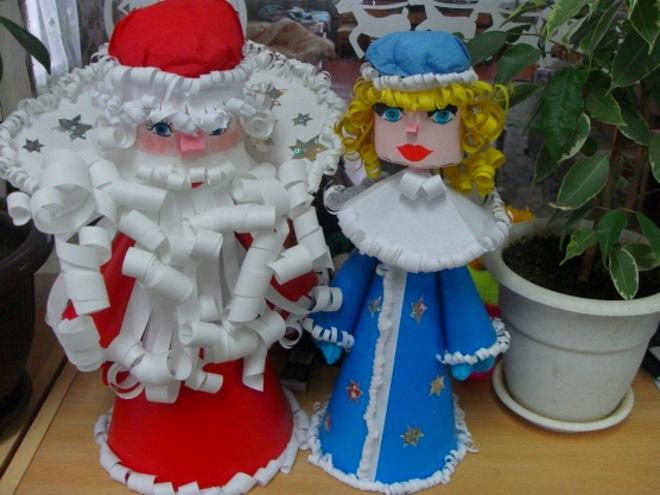 Дед Мороз и Снегурочка из конусов