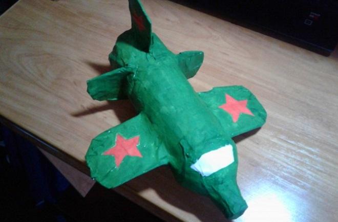 Самолет из пластилина
