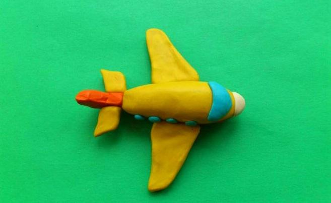 Самолет пластилиновый