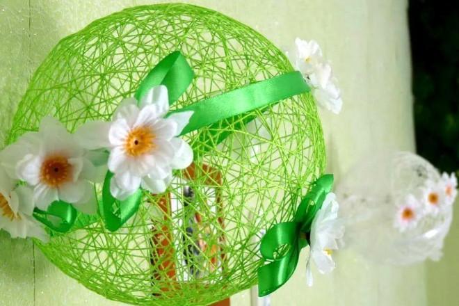 Украсить яйцо из ниток