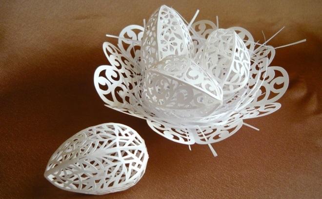 Объемные яйца из бумаги