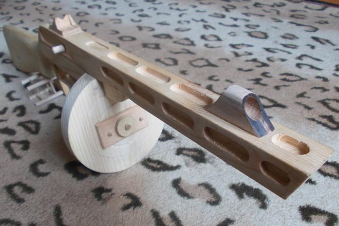 Орудие из дерева