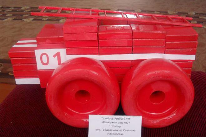 Пожарная машина из коробков
