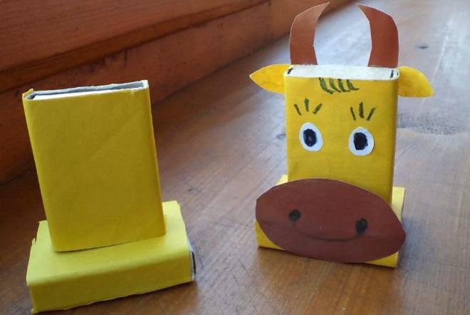 Корова из коробков