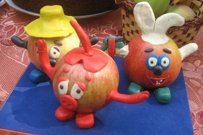 Смешарики из яблок