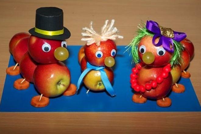 Поделки Гусеницы из яблок