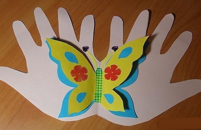 Ладошки с бабочкой из бумаги