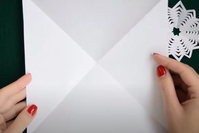 Квадрат из листа бумаги