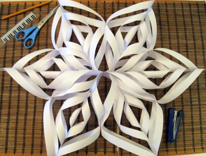 Объемная снежинка из бумаги