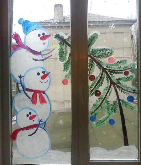 Снеговики на окне