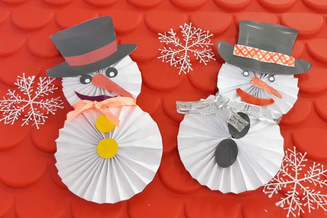 Снеговик из бумаги гармошкой
