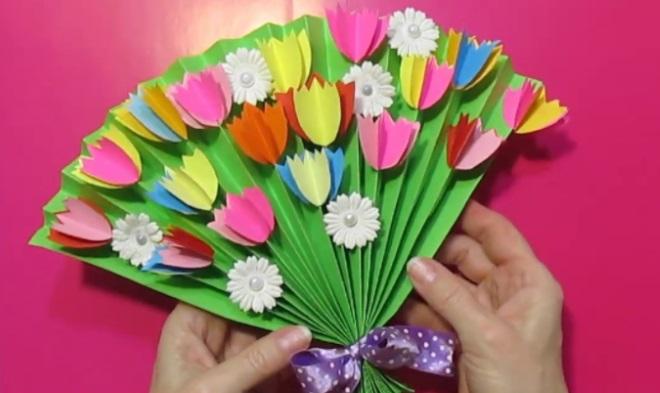 Открытка веер с тюльпанами