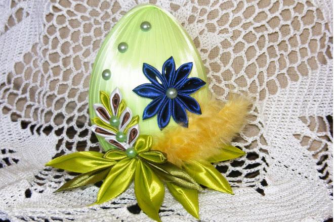 Яйцо из атласных лент
