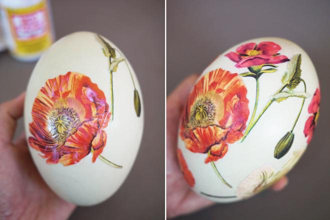 Наклеивание узора на яйцо