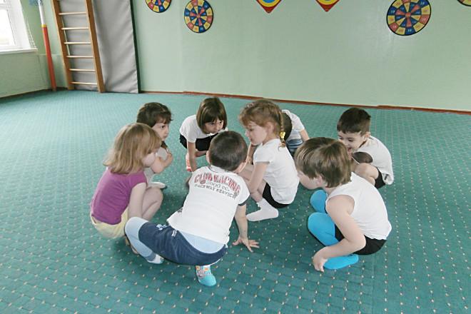 Дети в кругу