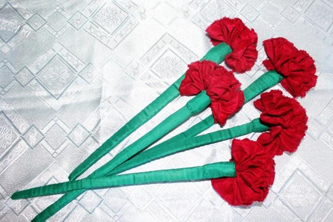 Гвоздика из ткани