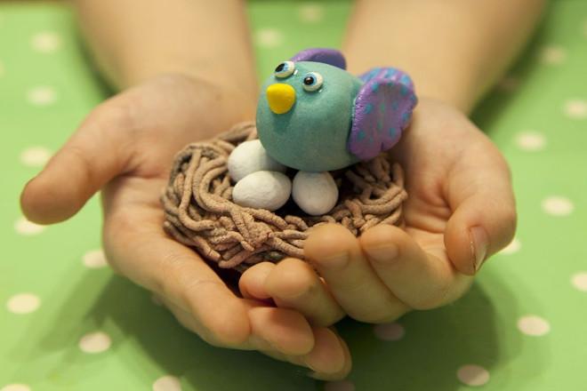 Птичка из пластилина