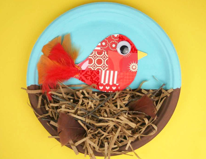 Поделка птица на тарелке