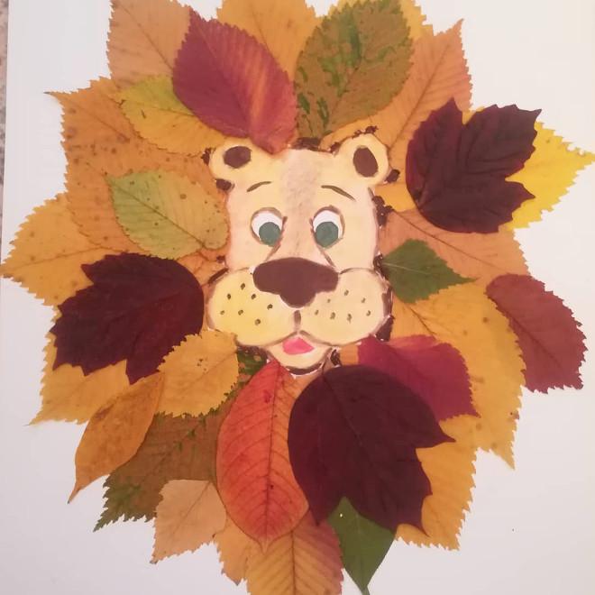 Львенок из осенних листьев